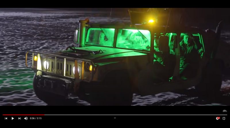 Hummer w teledysku Kali x Major Fuck System