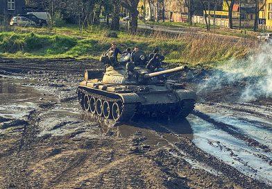 Prowadzenie czołgu na imprezie kawalerskiej